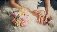 新郎新婦の手と結婚指輪